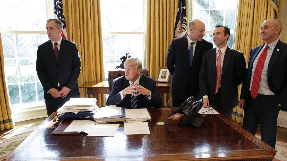 Ο Τραμπ παραδόθηκε στην Υπερεθνική Ελίτ. Θα ακολουθήσει ο Πούτιν; (Paul Craig Roberts)