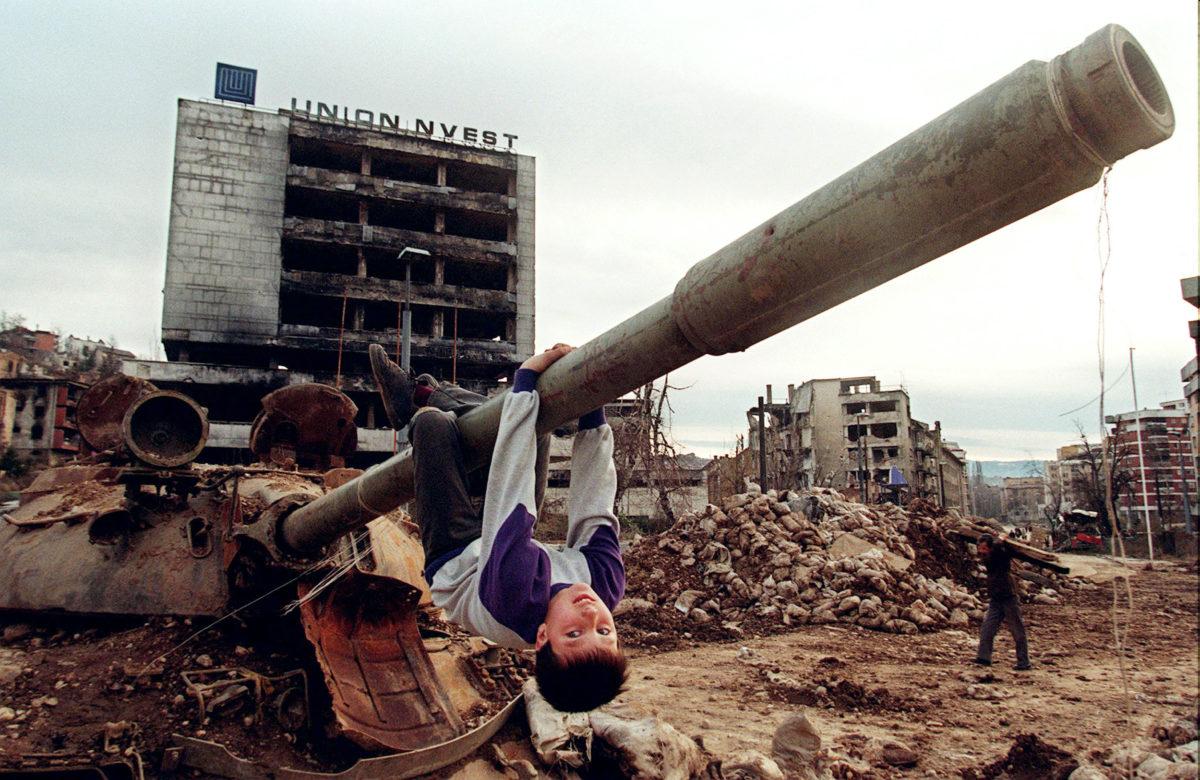 """Η """"ροζ επανάσταση"""" της Γιουγκοσλαβίας"""