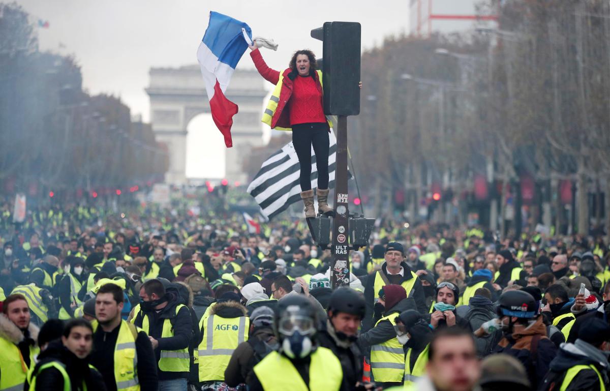 Ανακοίνωση ΜΕΚΕΑ: Το φυτίλι της λαϊκής εξέγερσης στη Γαλλία και το… μνημόσυνο στην Ελλάδα