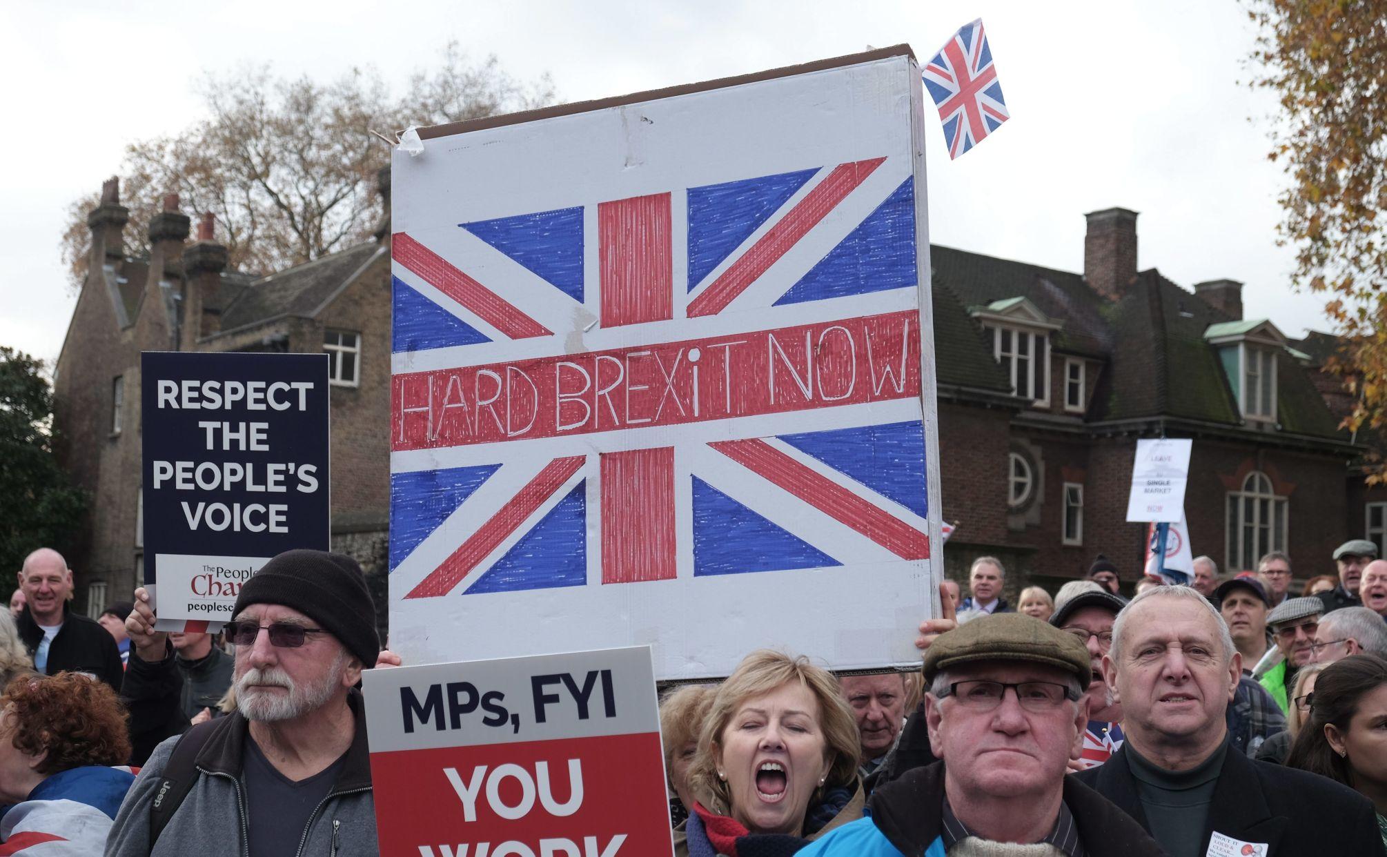 Το άτυπο Λαϊκό Μέτωπο στη Βρετανία γύρω από το Brexit (George Galloway)